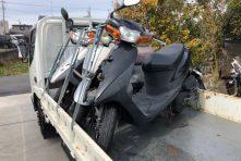 写真:天竜川駅にてバイク回収 原付事故車